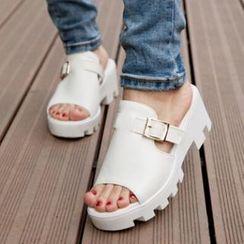 Tomma - 厚底飾扣涼鞋