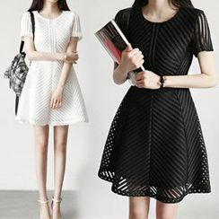 Dowisi - Short-Sleeve Perforated A-Line Dress
