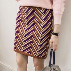 Little V - Set: Patterned Tie Neck Pullover + Patterned Mini Skirt