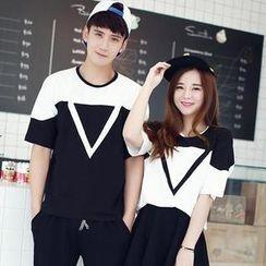 Chika - Short-Sleeve Two-Tone Couple T-Shirt