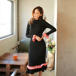 Cherryville - Set: Frilled Sweater + Midi Knit Skirt