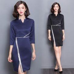 Diosa - 3/4-Sleeve V-Neck Slit Dress