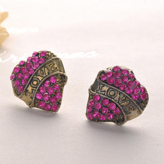 Fit-to-Kill - Love Heart Earrings - Fuchsia
