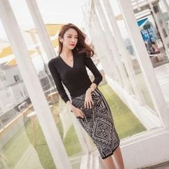 Tang House - Set: Ribbed V-Neck Long-Sleeve Top + Patterned Midi Skirt