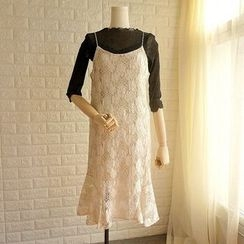 Cobblestone - Spaghetti Strap Sheath Lace Dress