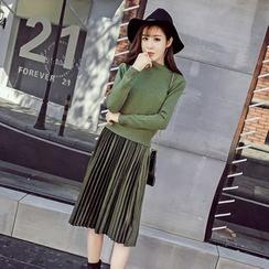 Honeydew - 套裝: 純色毛衣 + 百褶絲絨背心裙