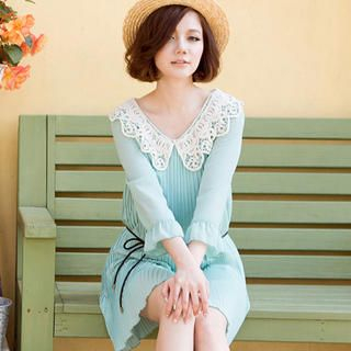 CatWorld - Crochet Collar Pleated Dress