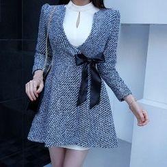 Yilda - 腰系带外套裙