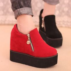 IYATO - Platform Hidden Wedge Ankle Boots