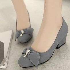 Shoes Galore - Chunky Heel Bow Accent Pumps