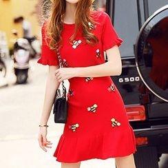 Coralie - 蜜蜂刺繡荷葉擺短袖連衣裙