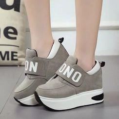 Wello - 字母魔术贴厚底休閒鞋
