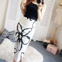 Katie Bloom - Set: Cropped Tank Top + Floral Print Midi Skirt
