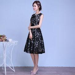 名贵风格 - 无袖刺绣A字礼服裙