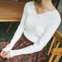 Honey House - V-Neck Sweater