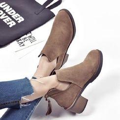 Charming Kicks - 粗跟仿麂皮短靴