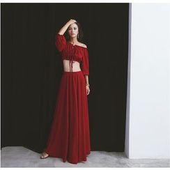 Moonshine - Set: Off-Shoulder Chiffon Crop Top + Maxi Skirt