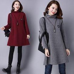 Epoch - 壓紋長袖小高領連衣裙