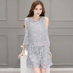 Romantica - Set: Sleeveless Paneled Lace Top + Lace Shorts