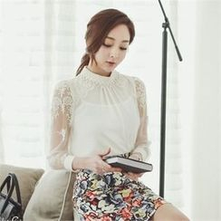 ode' - Embroidered Chiffon Blouse