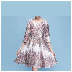 草莓花朵 - 印花七分袖A字连衣裙
