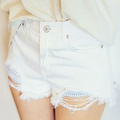 chuu - Fringe-Hem Distressed Shorts