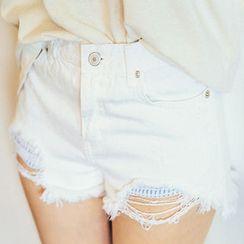 chuu - Fringe-Hem Distressed Shorts