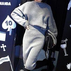 Fancy Show - Set: Dolman-Sleeve Knit Top + Midi Pencil Skirt