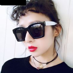 MOL Girl - Oversized Square Sunglasses