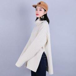 Vintage Vender - Turtle-Neck Oversized Wool Blend Sweater