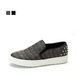 MODELSIS - Croc-Grain Studded Slip-Ons