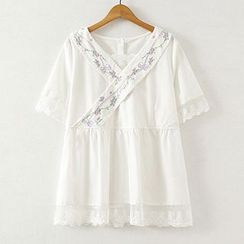 ninna nanna - Flower Embroidered V-Neck Lace Trim Short Sleeve Top