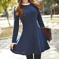 Queen Bee - Frill Collar Knit Dress
