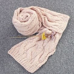 DANI LOVE - Cable-Knit Winter Scarf
