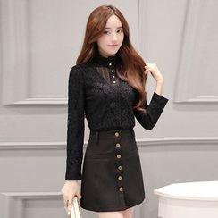 Romantica - Set: Lace Blouse + Button Skirt