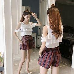 Arroba - 套装: 荷叶边镂空肩短袖上衣 + 条纹短裤