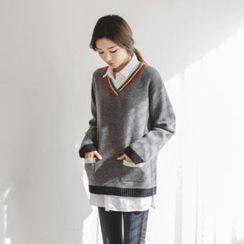 JUSTONE - V-Neck Dual-Pocket Wool Blend Sweater