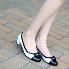 59th Street - Two-Tone Round Toe Pumps