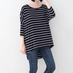 Meimei - Striped 3/4-Sleeve Dip Back T-Shirt