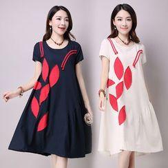 Diosa - Applique Short Sleeve Swing Dress