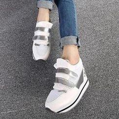 Mancienne - Platform Velcro Studded Sneakers