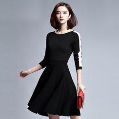 Sentubila - Contrast Trim Knit A-Line Dress