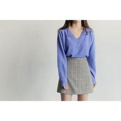 UPTOWNHOLIC - V-Neck Wool Blend Knit Top