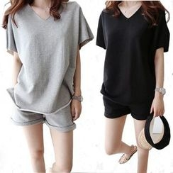 Smooch - Set: Short-Sleeve T-Shirt + Sports Shorts