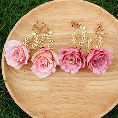 Garden Bliss - Rose & Vine Faux Pearl Ear-Clip