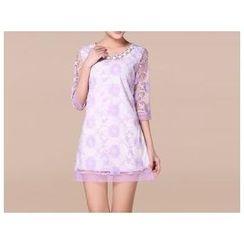 草莓花朵 - 七分袖刺绣A字连衣裙
