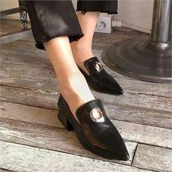 QNIGIRLS - Pointy-Toe Metal-Trim Loafers