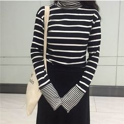 ALIN STYLE - Striped Long Sleeve Turtleneck T-Shirt