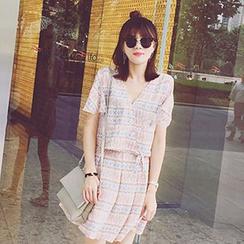 November Rain - Set: Print Short Sleeve V-Neck Chiffon Top + A-Line Skirt