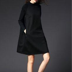 Jolly Club - Long-Sleeve Paneled Dress